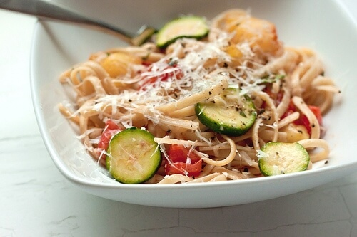 Linguine with Fresh Tomatoes, Zucchini, and Herbs