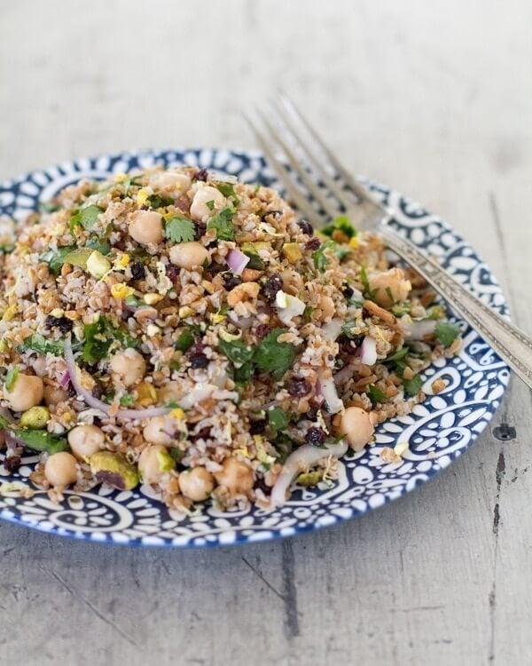 Mediterranean Salad with Chickpeas