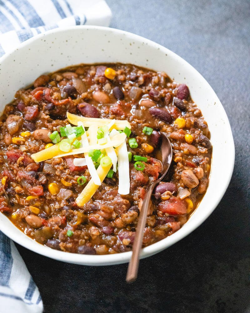 Easy Vegetarian Chili Recipe - you won't miss the meat!