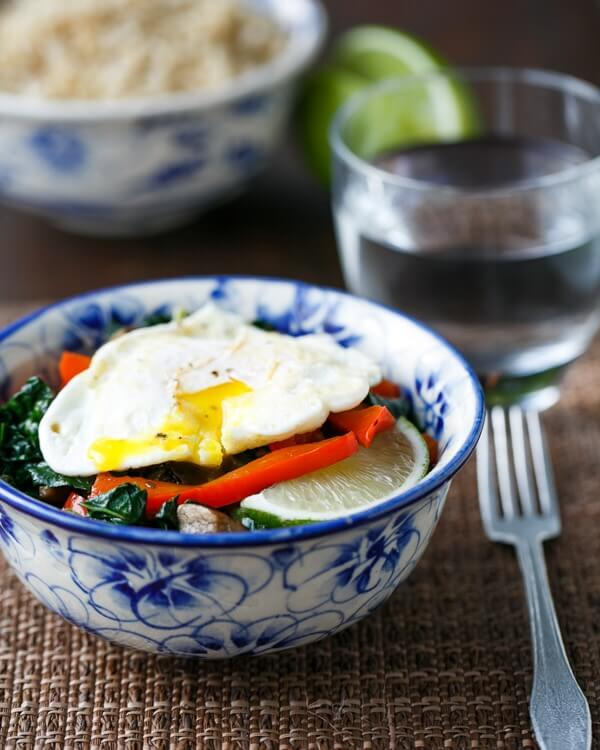 Healthy Rice Bowl with Kale, Red Pepper, and Egg