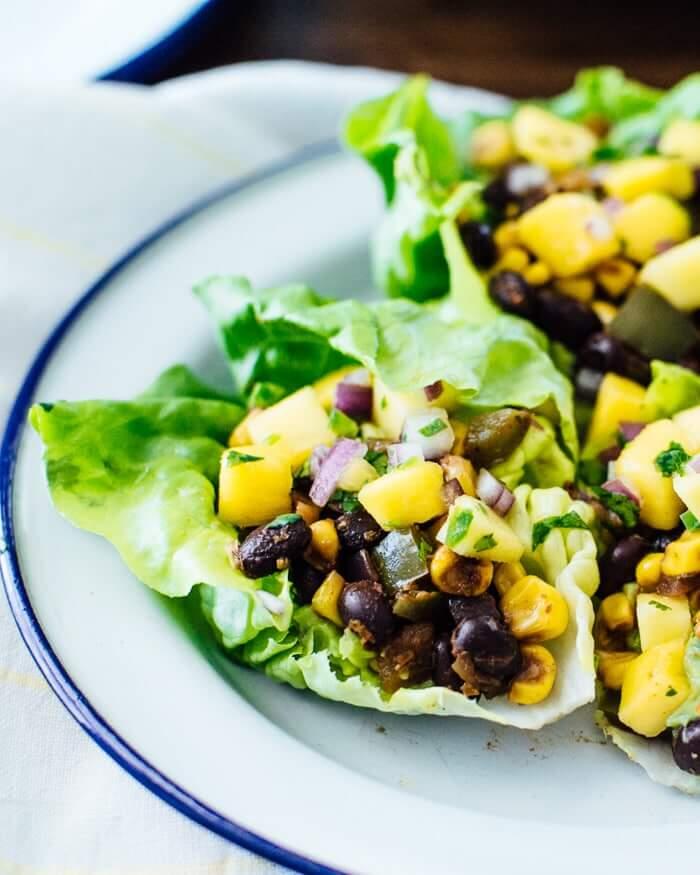 Vegetarian Lettuce Wraps | Vegan lettuce wraps with chipotle black bean filling