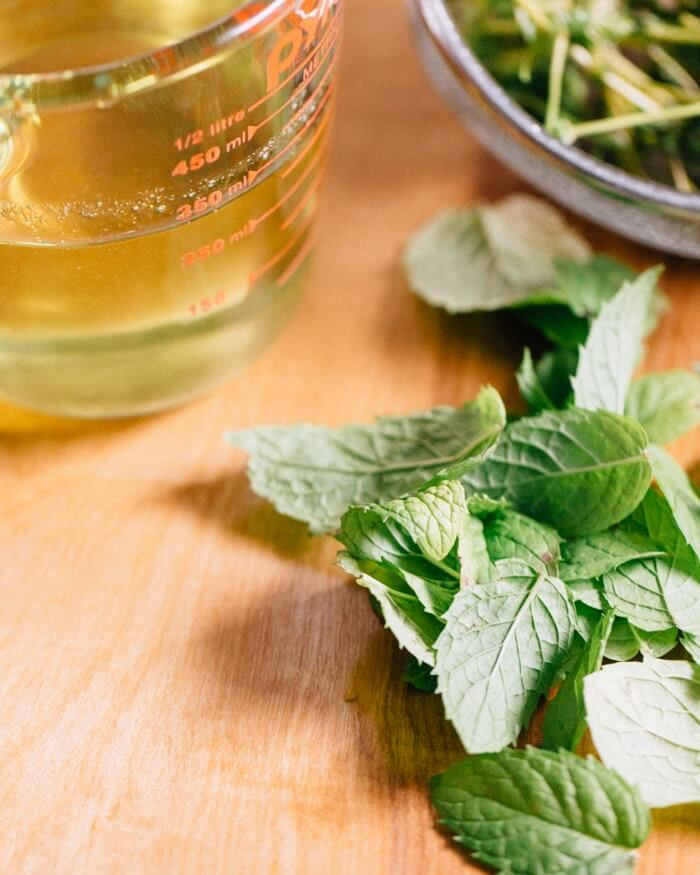 Mint syrup with peaches | Easy peach dessert