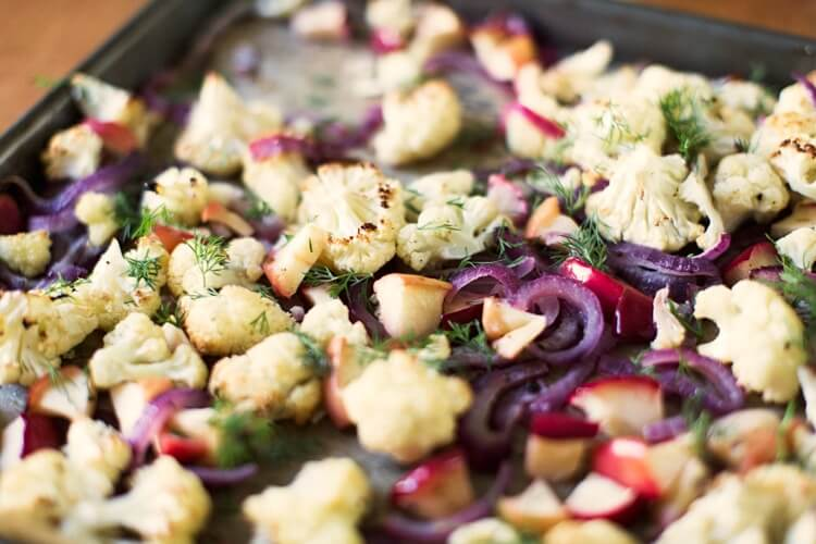 Roasted apples with cauliflower and dill