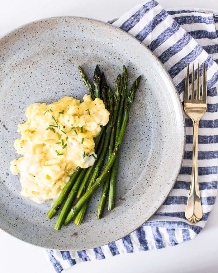 Fluffy scrambled eggs with goat cheese | Mother's Day recipes