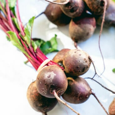 Boiling beets: cut off the beet greens