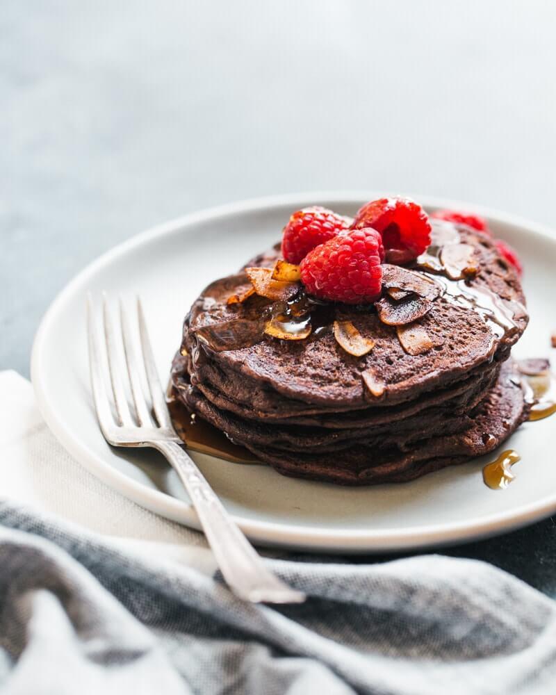 Chocolate Brownie Spelt Pancakes | vegan pancakes
