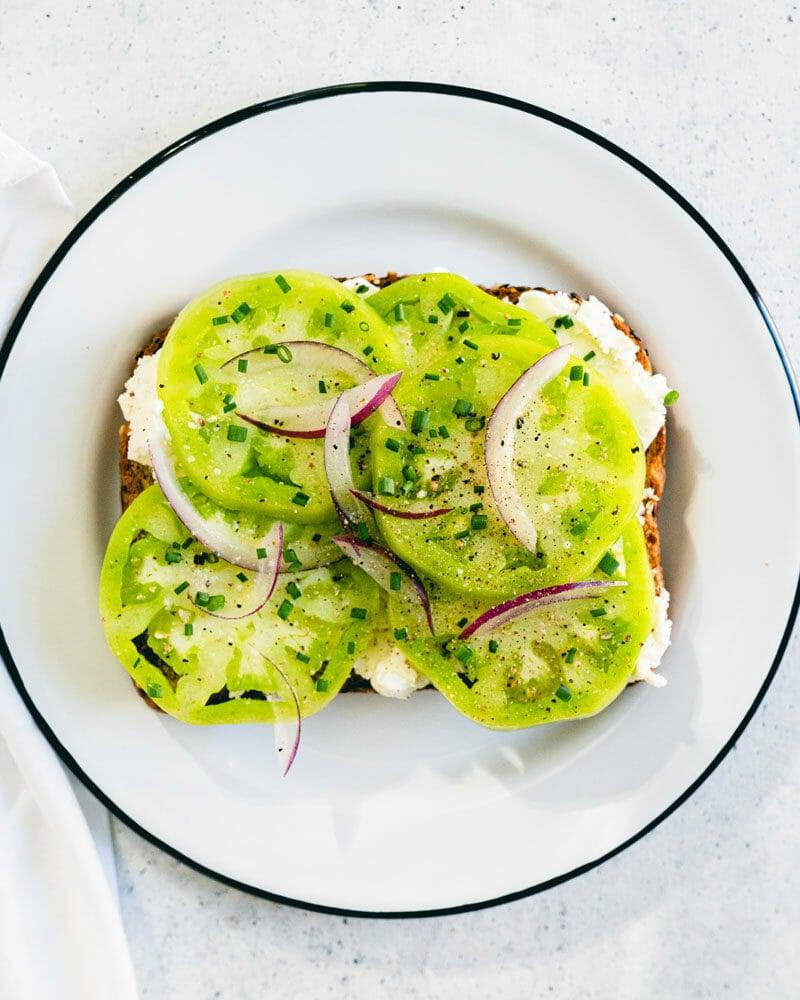 Green tomato toast