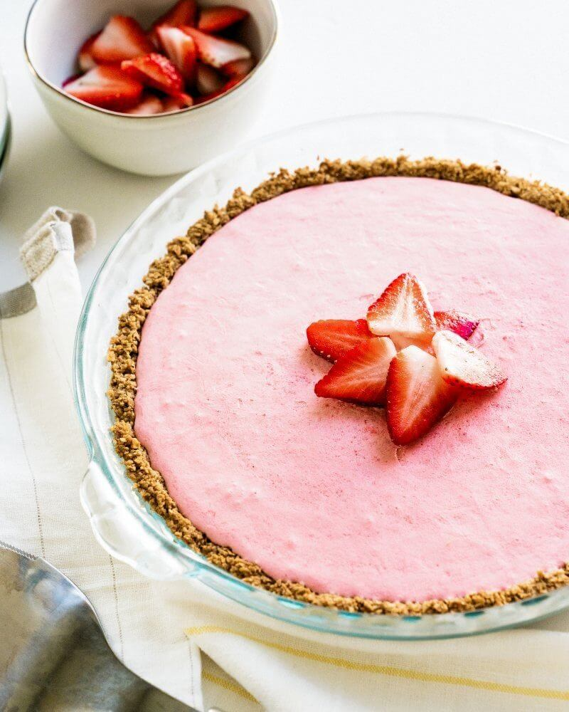 Yogurt Pie with Strawberries