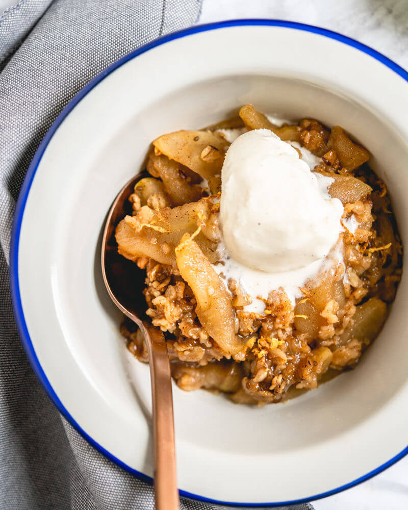 Instant Pot apple crisp dessert