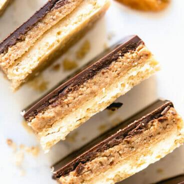 Pecan butter millionaire bars | caramelized pecans | maple pecan shortbread millionaire bars | maple pecan bars | easy vegan dessert recipes