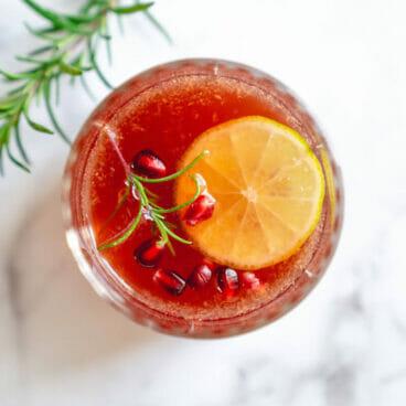 Pomegranate iced tea holiday punch recipe | Non alcoholic holiday punch