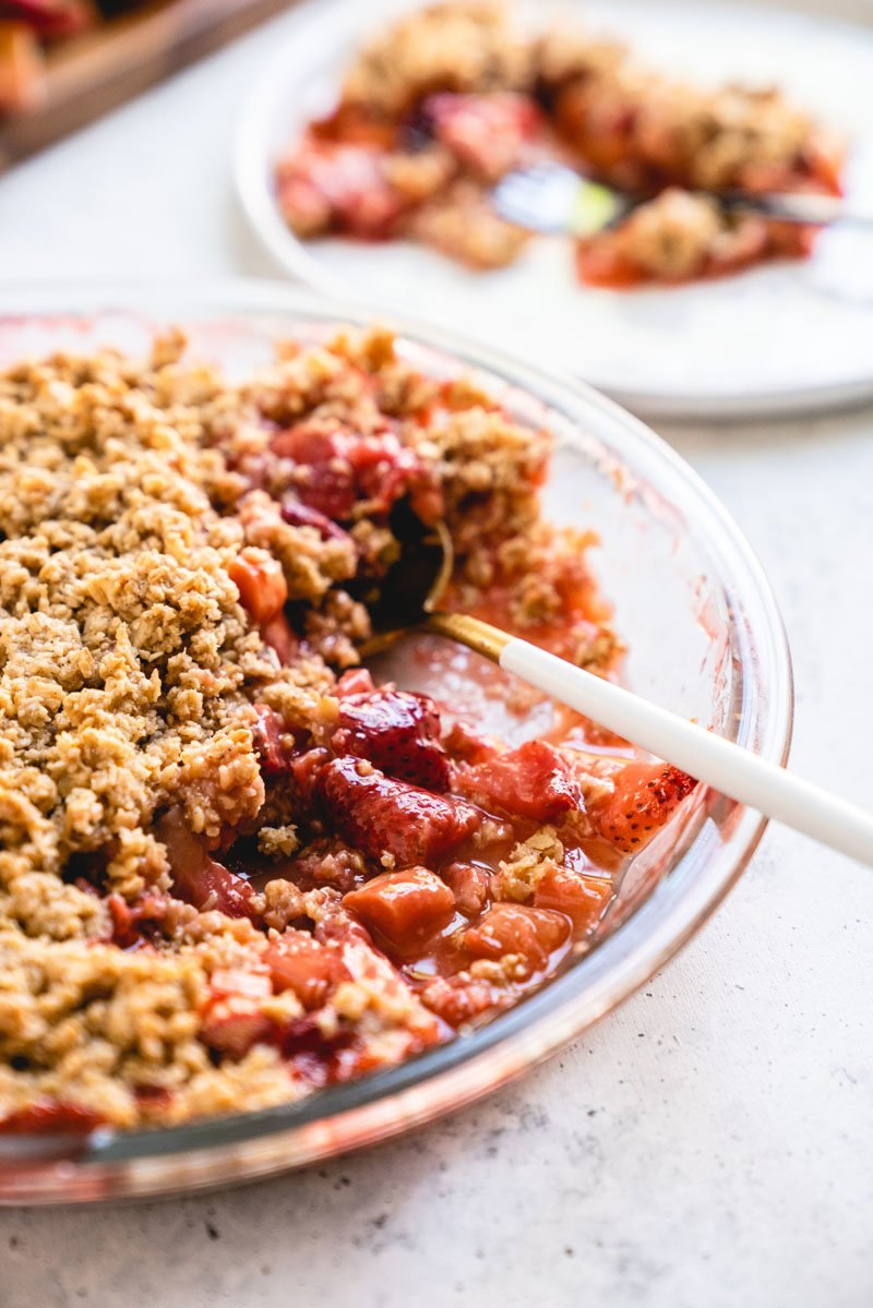 How to make a strawberry rhubarb crisp