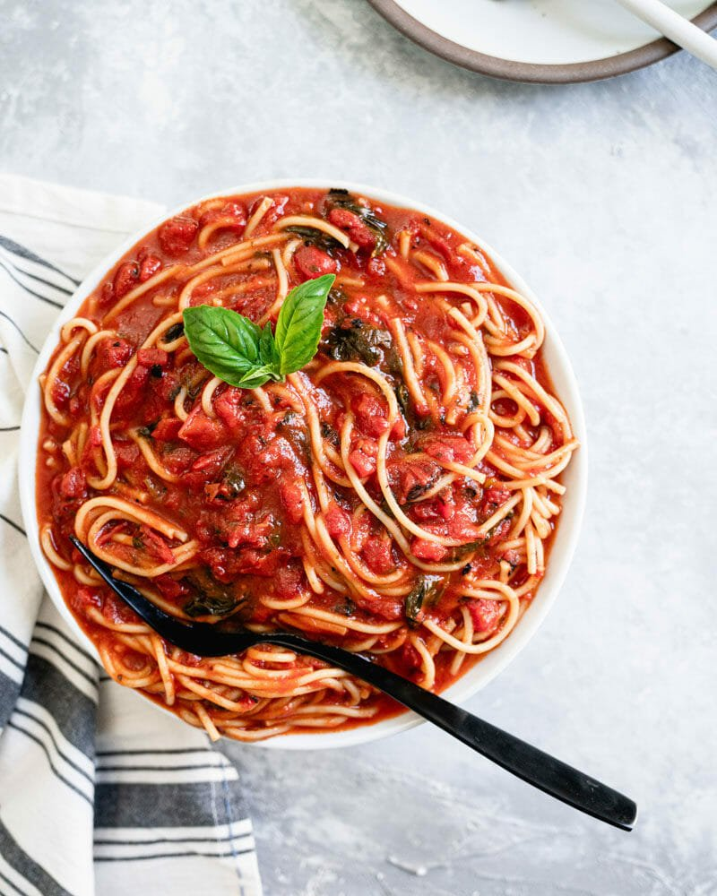 Spaghetti with easy marinara sauce