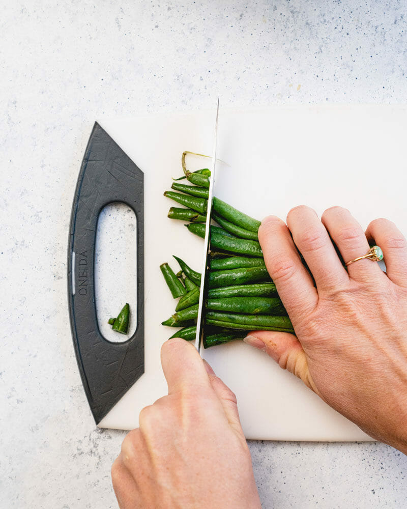 How to trim green beans: Cut off ends