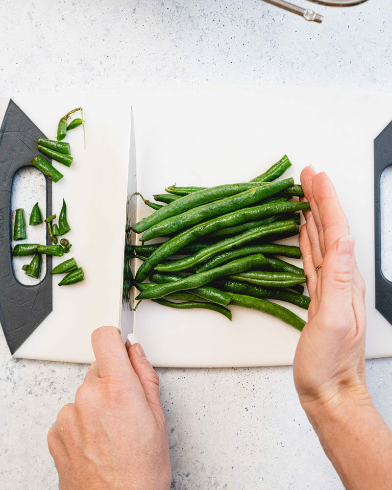 How to trim green beans: Cut off the other end
