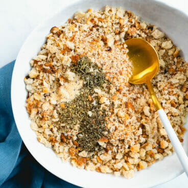 How to make bread crumbs with herbs
