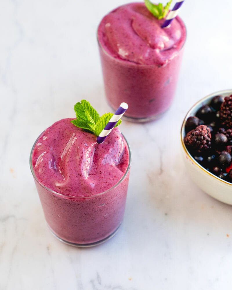 How to make a berry smoothie