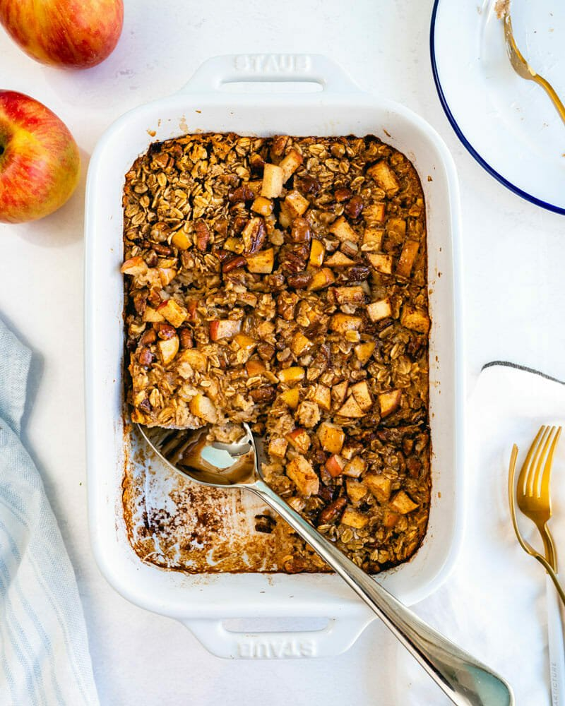 Baked oatmeal with apples