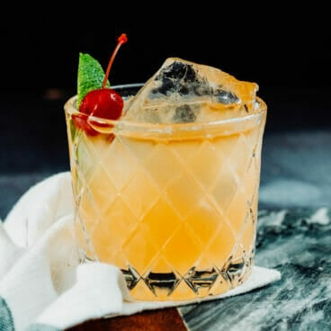 whiskey sour with lime