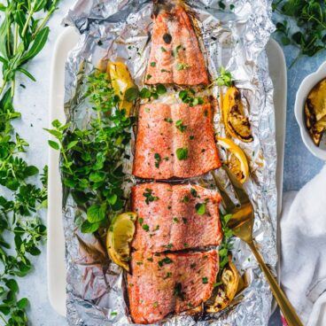 Grilled salmon in foil