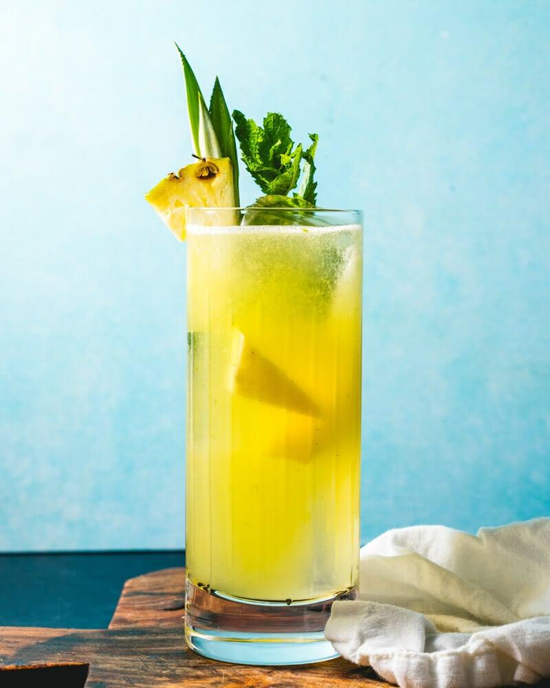 Pineapple juice cocktails