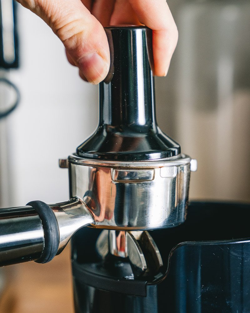 How to make espresso: tamping