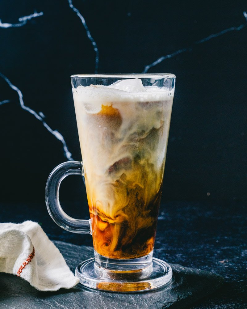 How to make an iced vanilla latte